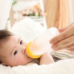 赤ちゃんに飲ませるミルクの量の適量は?